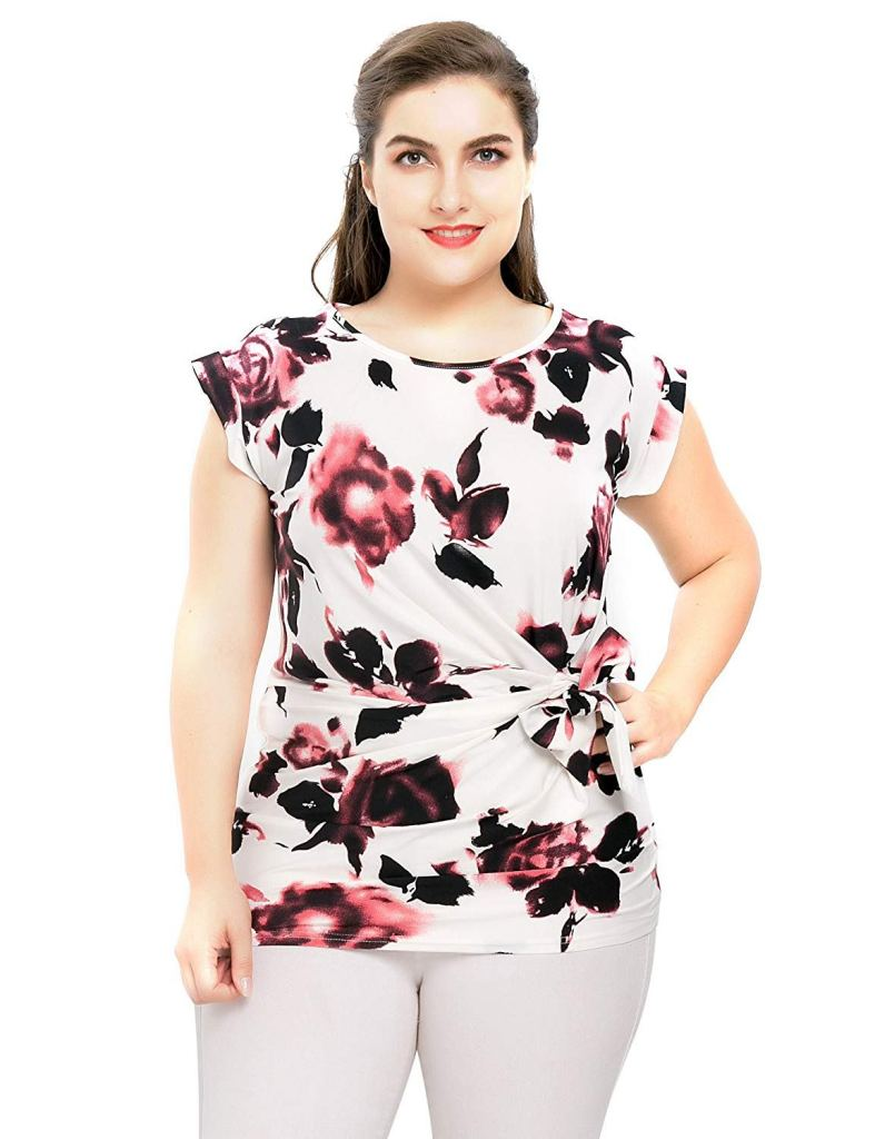 27 Graceful Plus Size Women Outfit and Dress For Everyday - A person posing for the camera - T-shirt